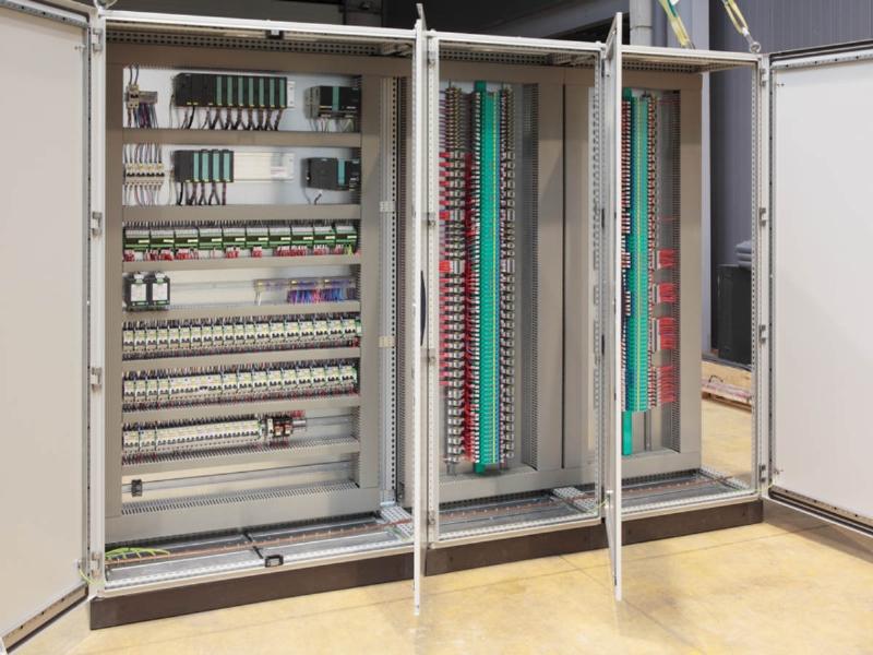 Le 10 sfide più frequenti nella costruzione dei quadri elettrici industriali